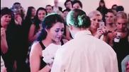 Сватба, време да се хвърли букета и тогава се случи