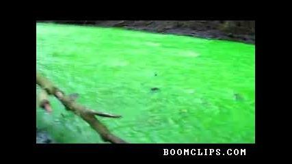 Зелена река! Замърсяване или феномен