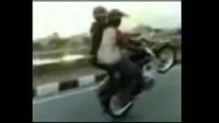 2 Момчета 1 Мотор