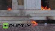 Атина в пламъци заради протеста срещу строгите икономии
