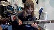 8 год. момиченце свири страхотно на електрическа китара!