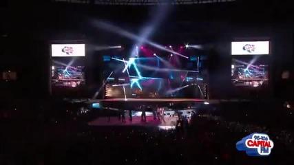 Джъстин изпълнява Boyfriend на Capital Summertime Ball 2012