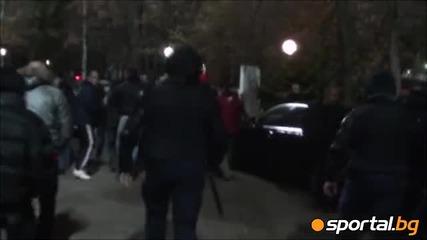 Напрежение Полицията изблъска ултрасите на Цска от рейса на Лудогорец
