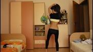 Българка побърка интернет с секси танца си