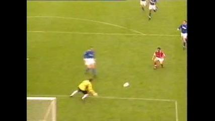 Страхотен гол на Марк Овермас за Арсенал