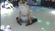 Красива танцьорка се развихря на данцинга