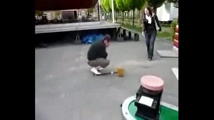 Удар с чук - Голяма смеховка ;)