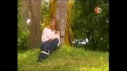 Росаура Вика За Помощ Завързана Е За Дърво
