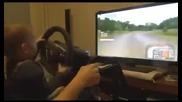 Това бебе шофира много добре на симулатор !