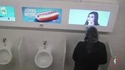 Екрани в мъжката тоалетна-скрита камера