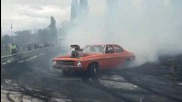 Машина която пали здраво гумите O_o