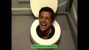 Човек изскача от тоалетна.. смях (скрита камера)