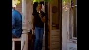 Брус Уилис пее в реклама за бира