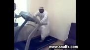 Глупав Арабин във Фитнеса