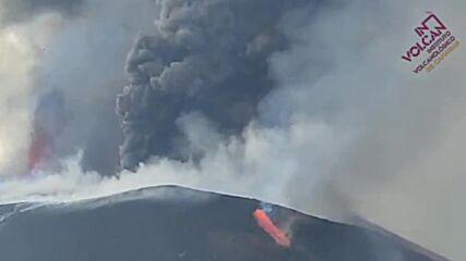 Spain: Columns of smoke and streams of lava seen as La Palma volcano eruption continues