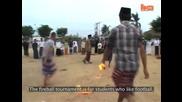 Футбол с огнена топка в Индонезия