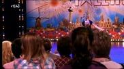 Момиче с най - красивия - глас пее страхотна песен!!