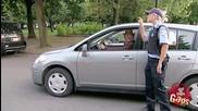Старецът прави яко паркиране , хората онемяха ! Смях!