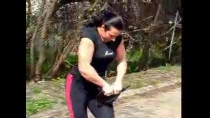Жена навива тиган!!!