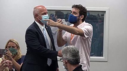USA: 'Shame on you!' - Florida governor heckled over coronavirus response at Miami hospital