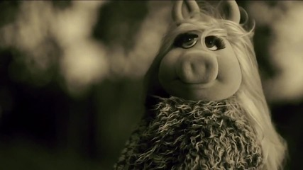 "The Muppets Promo - Miss Piggy Covers Adele's "" Hello"" [ Мъпетите]"