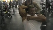 Jay Cutler - тренира трицепс и бицепс