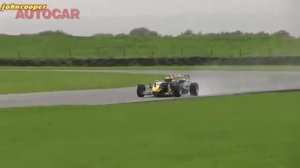 Nissan Gtr vs болид от Formula 3