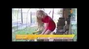 Много Смях! Поп певицата Анастасия цепи дърва - Пълна излагация