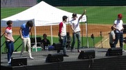 One Direction - Пеят One Thing на живо на Dr Pepper Ballpark в Далас