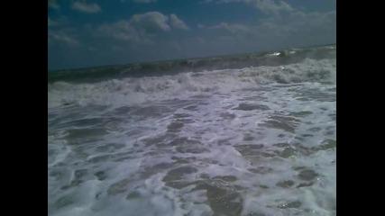 Бурното море днес в Бургас