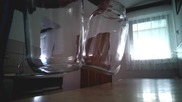 Точка на съприкосновение между два стъклени буркана