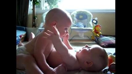 Сладки близнаци!