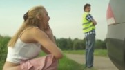 Вижте какво засне екипа на Google Street View! Внимавайте какво правите…