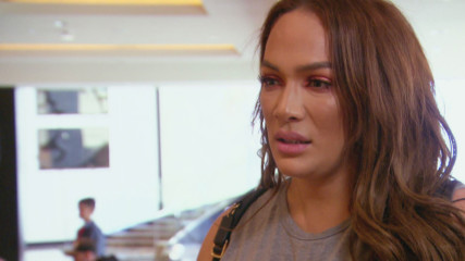 Paige says Nia Jax doesn't want to be her friend because of her injury: Total Divas Preview Clip, Sept. 19, 2018