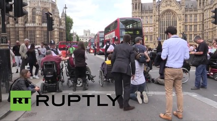 UK: Disabled protesters dragged out of parliament by police