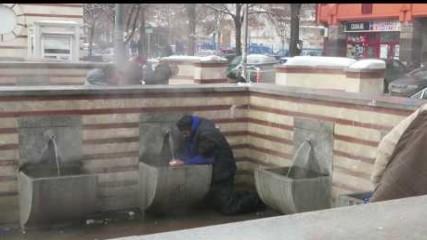 Минералните извори в София - Снегът се топи, боклуците не.