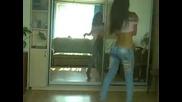 Секси Мацка Танцува Невероятно !