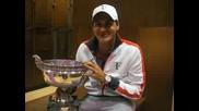 Федерер с трофея от Ролан гарос пред феновете си във facebook