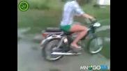 Мацки срещу моторче