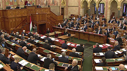 Hungary: Parliament passes coronavirus laws allowing Orban to rule by decree