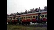 Световен Рекорд За Най - Много Хора На Влак