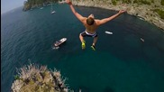 Скок от стръмни скали в Италия