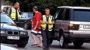 След птп, 3 часа, 2-ма полицаи се молят на 1-но пиянде да даде проба за алкохол