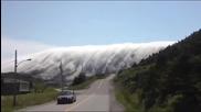 Мъгла се спуска като река от планина