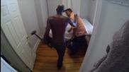 Зловещо убийство на съквартирант - Скрита камера