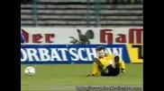 Futbol... funny moments ever !!