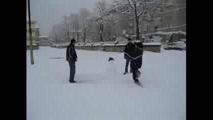 Разбиване На Снежен Човек