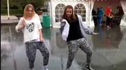 Две момичета танцуват на Somebody to love / 28.05.2011