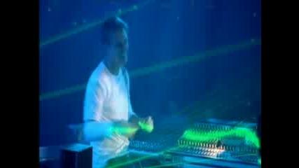 (превод) Armin Van Buuren Vs Rank 1 - This World Is Watching Me