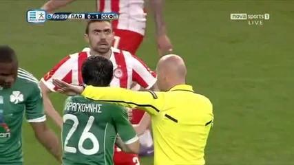 Бесен футболист гледа странно!